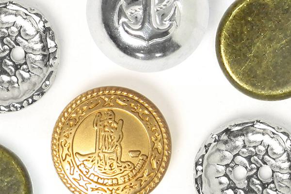 Botões de metal