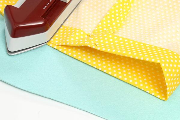 Kostenlose Nähanleitung: Wäschesack für Reisen oder Zuhause - Kante erneut einschlagen
