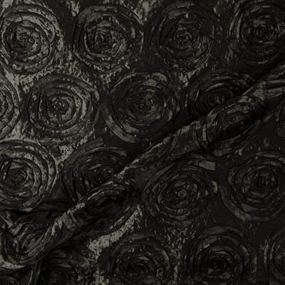 Tafetá com aplicações de rosas