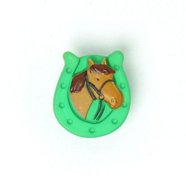 Grüner Kunststoffknopf 'Hufeisen mit Pferd'