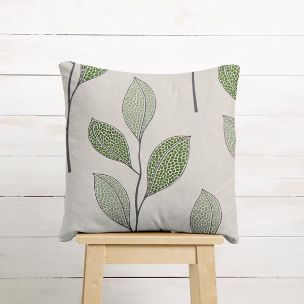 Dekostoff Halbpanama skandinavische Blätter – natur/lindgrün