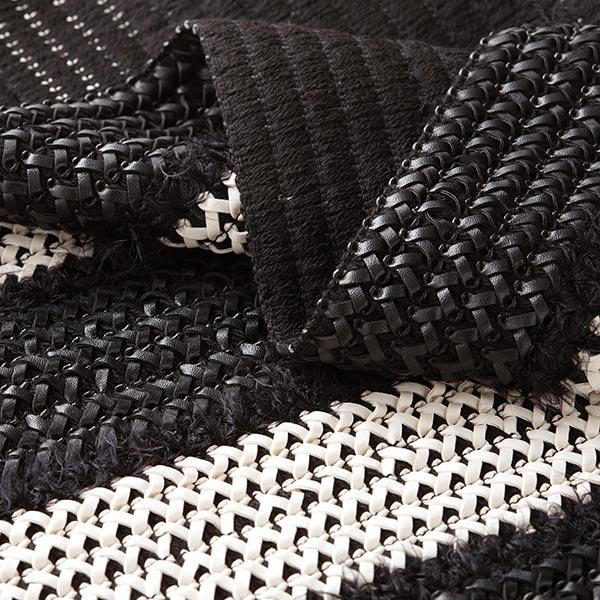 Tissu pour manteau Motif de tissage en similicuir et plumes – noir/écru
