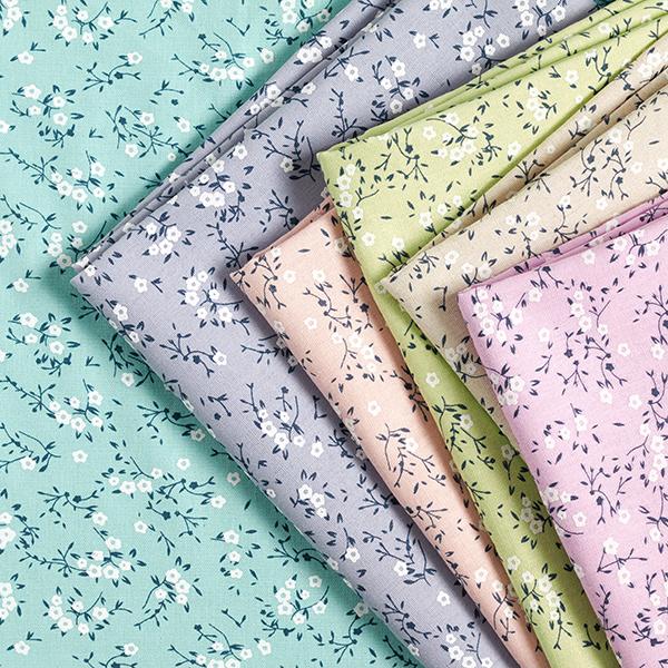 Blusenstoff Baumwoll-Leinen-Mix Puff-Print Blütenzweige – lindgrün