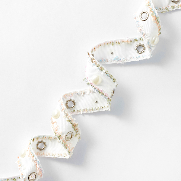 Ruban tissé Œillets et perles Pastel [25 mm] – blanc/rose