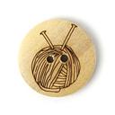 Botón de madera ovillo de lana