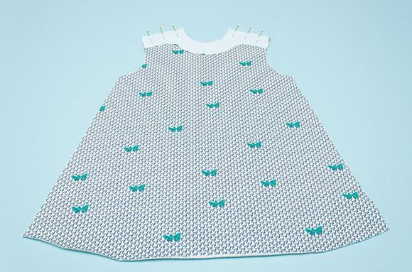Kinderkleid nähen in 16 Schritten » Stoffe.de