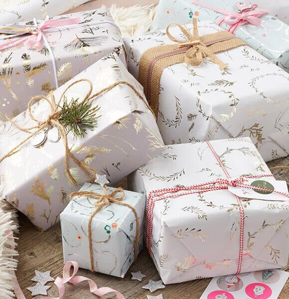 weihnachtsgeschenke einpacken